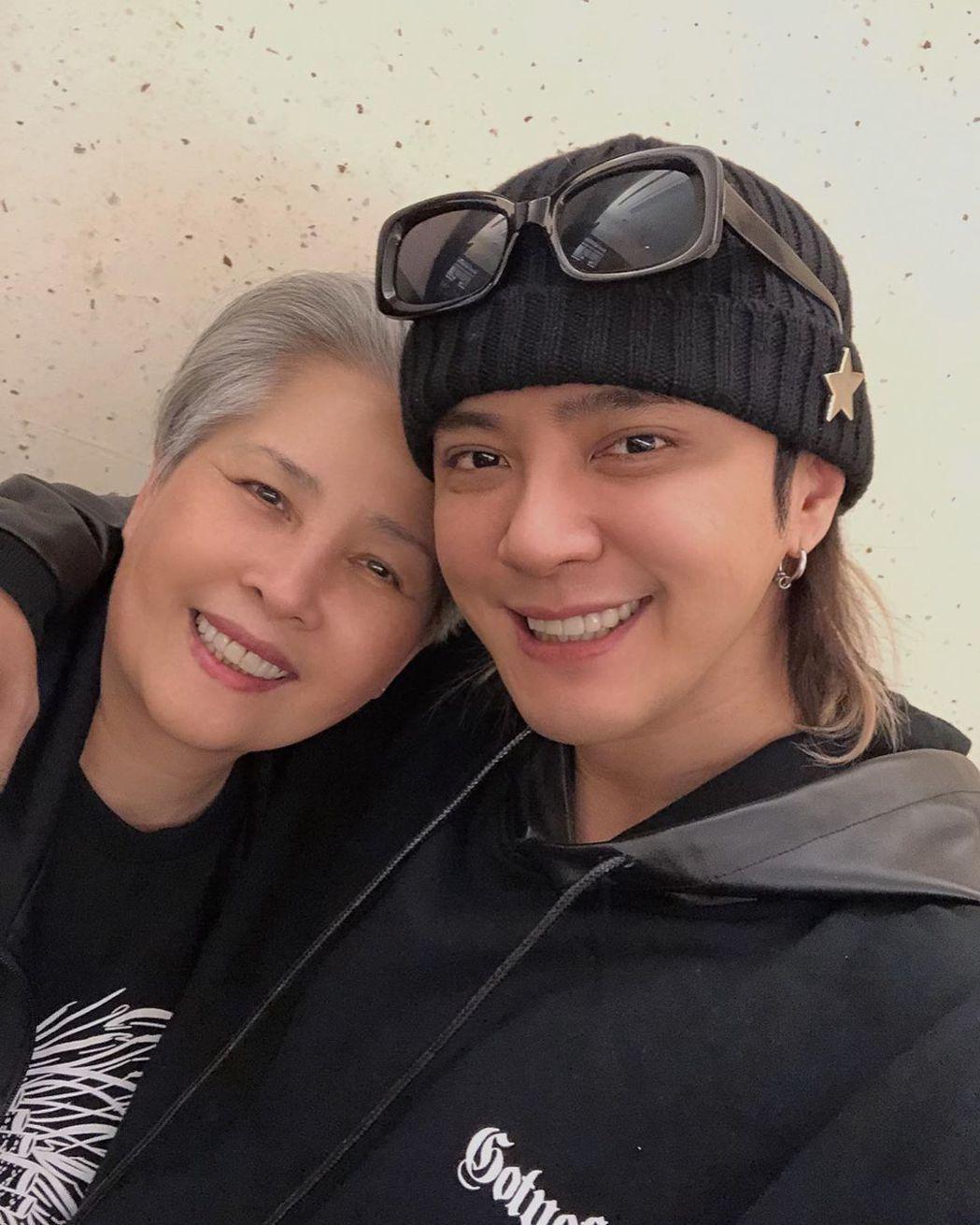 羅志祥與媽媽感情很好。 圖/擷自羅志祥IG