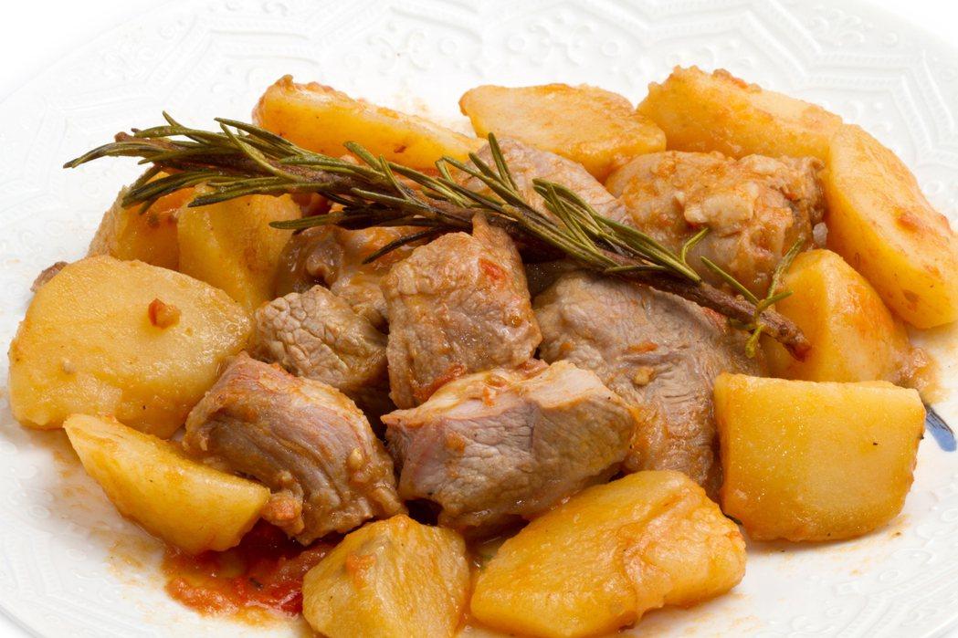 馬鈴薯燉肉食材幾乎與燉牛肉相同,只要改變調味就能變換菜色。示意圖/inimage...