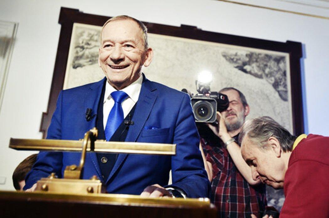 「在共產黨專政的年代,都沒人能擋得了我!現在的捷克已經是民主時代,我哪有道理對這...