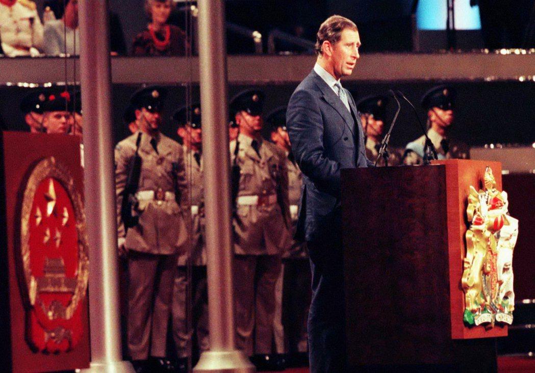「就這樣,我們任由香港聽天由命,並祈求民主黨領袖李柱銘不會被捕。」查爾斯王子19...