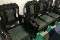 她問古董石頭椅的好處在哪? 網曝優點:身份的象徵