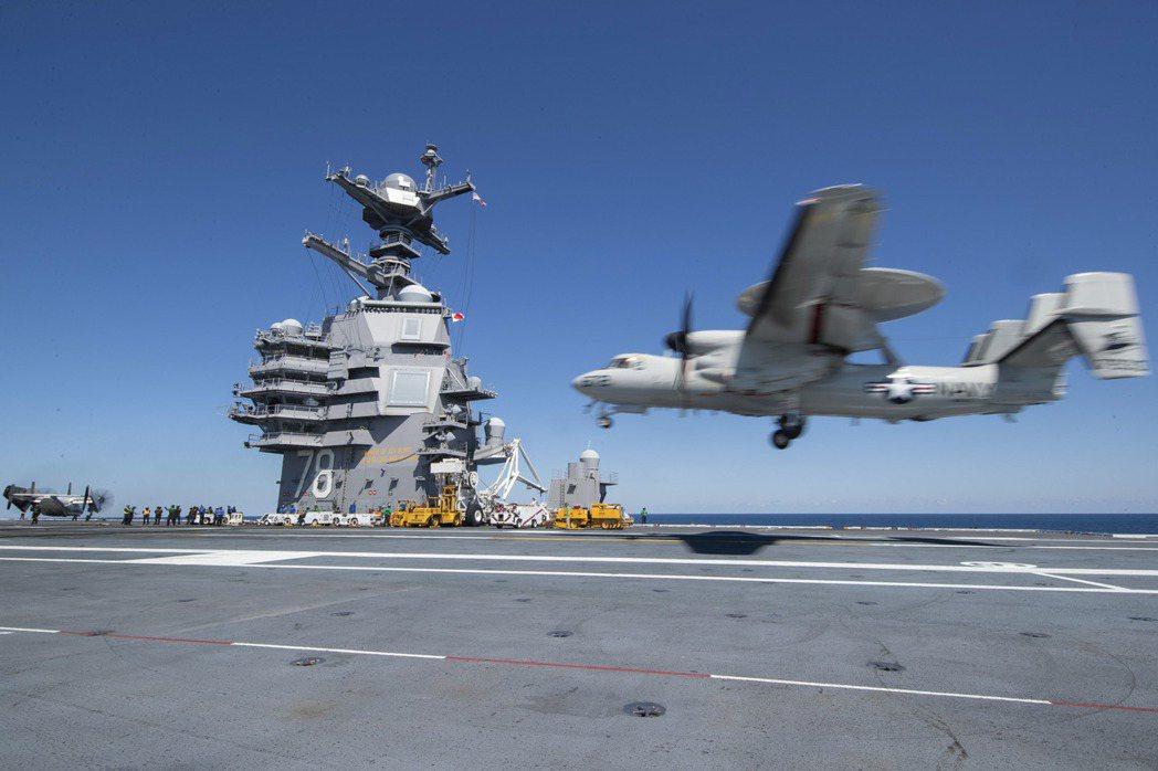 E2-D預警機是航艦戰鬥群的延伸眼睛。 圖/美國海軍