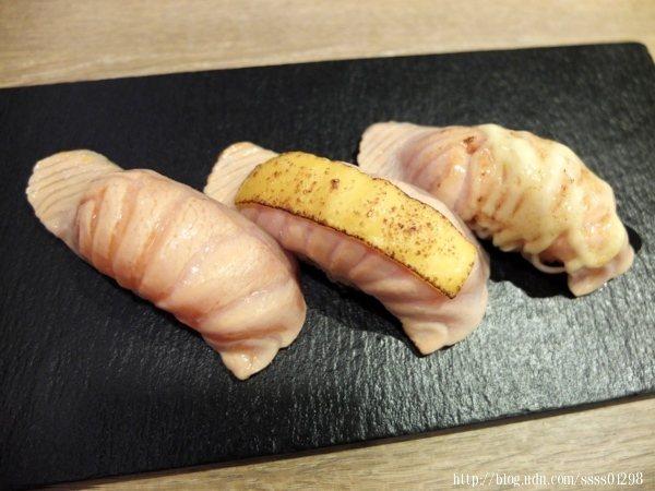 炙燒鮭魚組合有中女生客人的喜好,鮭魚生魚片控千萬別錯過這組合搭配