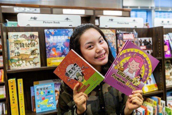 易昀中英文插畫小說《寶石包子The Sparkling Bao》與收錄在國語日報社《小學生作文100---引導發想,啟動創作力》雙雙獲得臺北市教育局109年「兒童優良閱讀媒材」中文圖書類三到四年級優良推薦。圖/易俊帆攝影