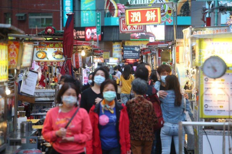 台灣連21天無新冠肺炎本土確診案例,各界關心酷碰券何時上路。圖為寧夏夜市。圖/聯合報系資料照片