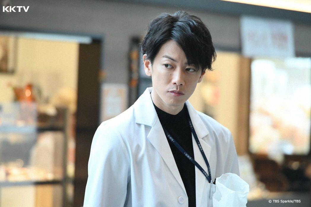 佐藤健以天堂醫生一角爆紅。圖/KKTV 提供