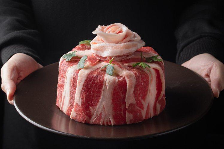 預定「1399飽胃站外帶分享餐」,可加贈「母親節肉蛋糕」一份。圖/肉多多提供