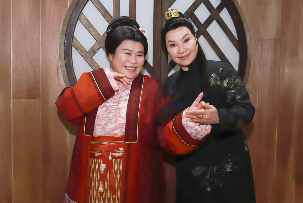 林美秀(左)應製作人唐美雲之邀,特別客串演出「孟婆客棧」。圖/民視提供