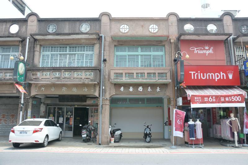 台南新化老街長泰西藥房爭取文化部私有老建築保存將進行整修。記者吳淑玲/攝影