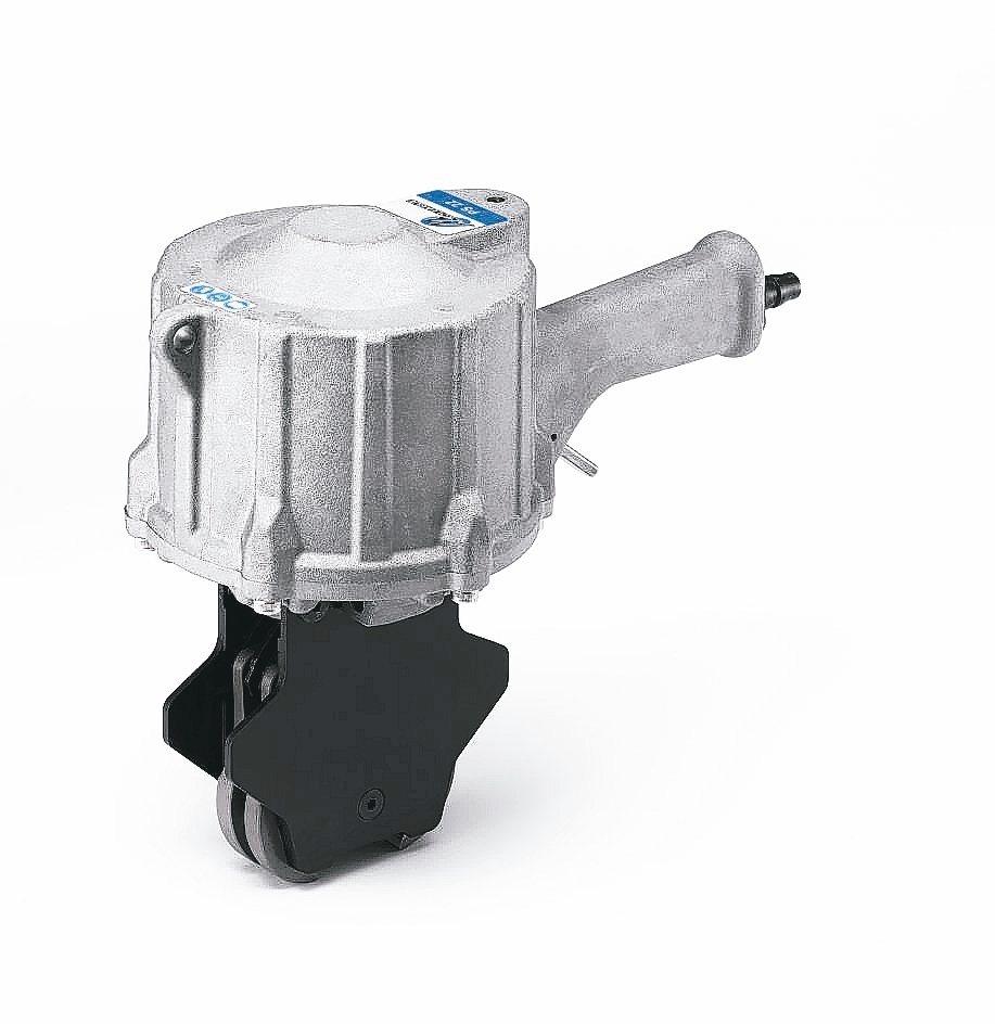 盟安研製PS22氣動鋼帶雙咬扣機。 盟安公司/提供