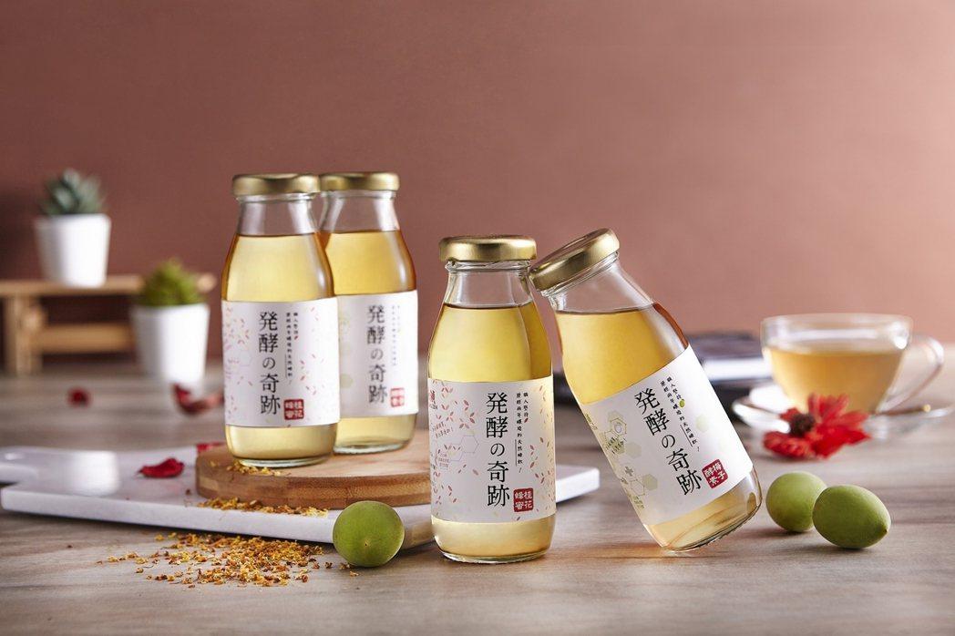 今年四月份全新推出的「時尚輕醋飲」,包括蜂蜜桂花與梅子酵素兩種口味,清爽不膩口,...