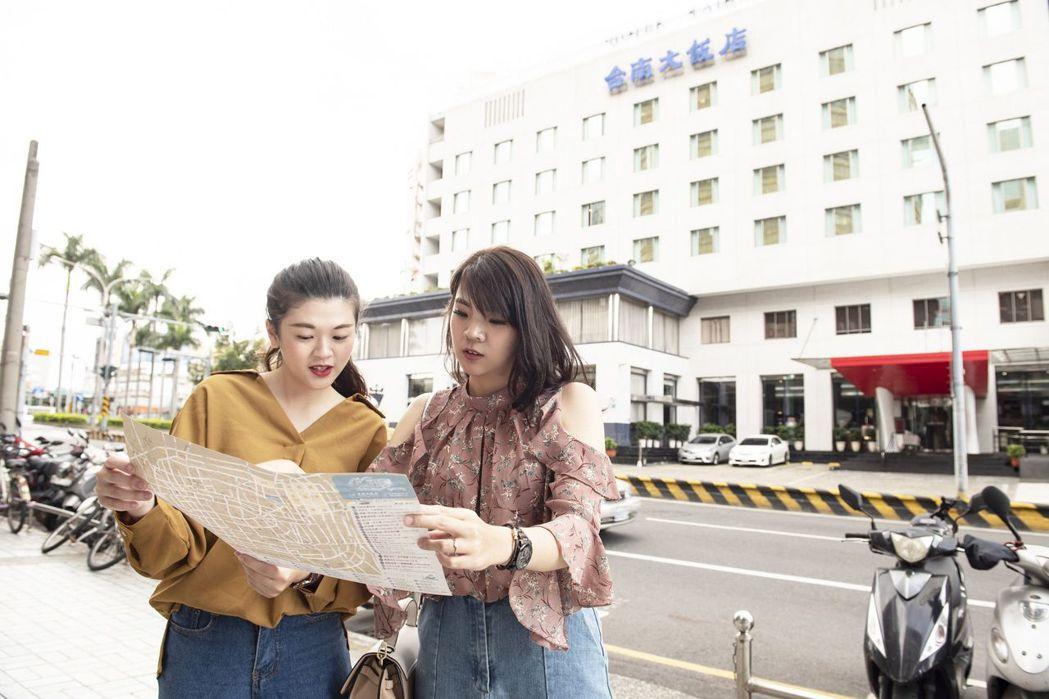趁著買一晚送一晚的強大優惠,跟親朋好友共遊台南。  台南大飯店 提供