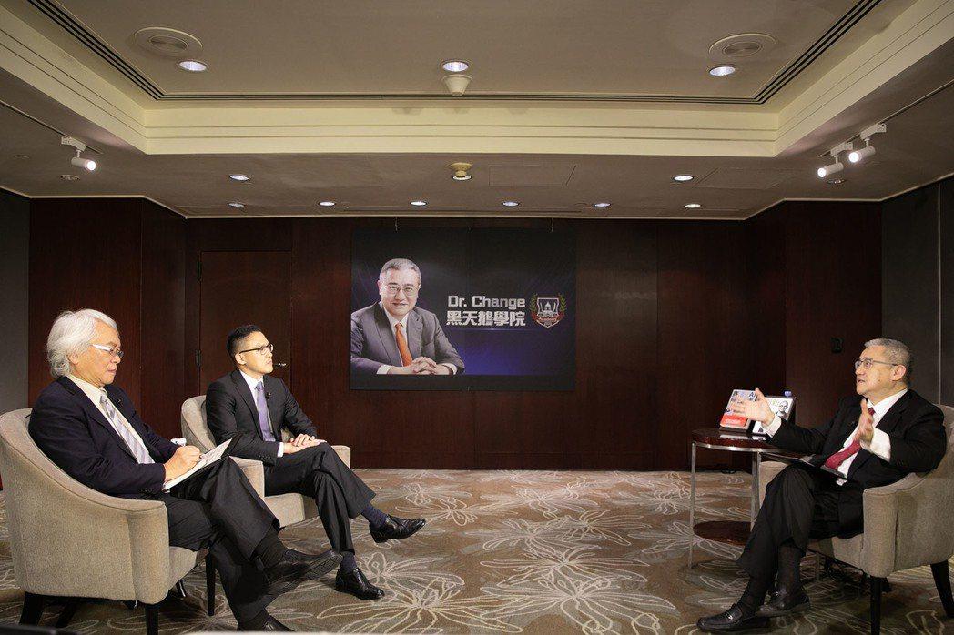 【智門】Dr. Change黑天鵝學院節目現場 (左起)來賓台灣微軟總經理孫基康...