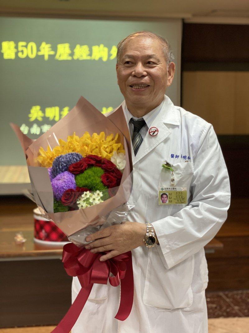 台南市立醫院院長吳明和最近剛慶祝行醫50周年。 圖/修瑞瑩 攝影