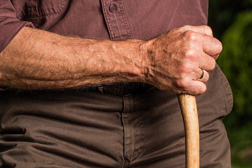 科學家一致認為,不論年紀多大,慢性病讓身體更易散發異味。普雷帝則把原因歸咎於飲食...