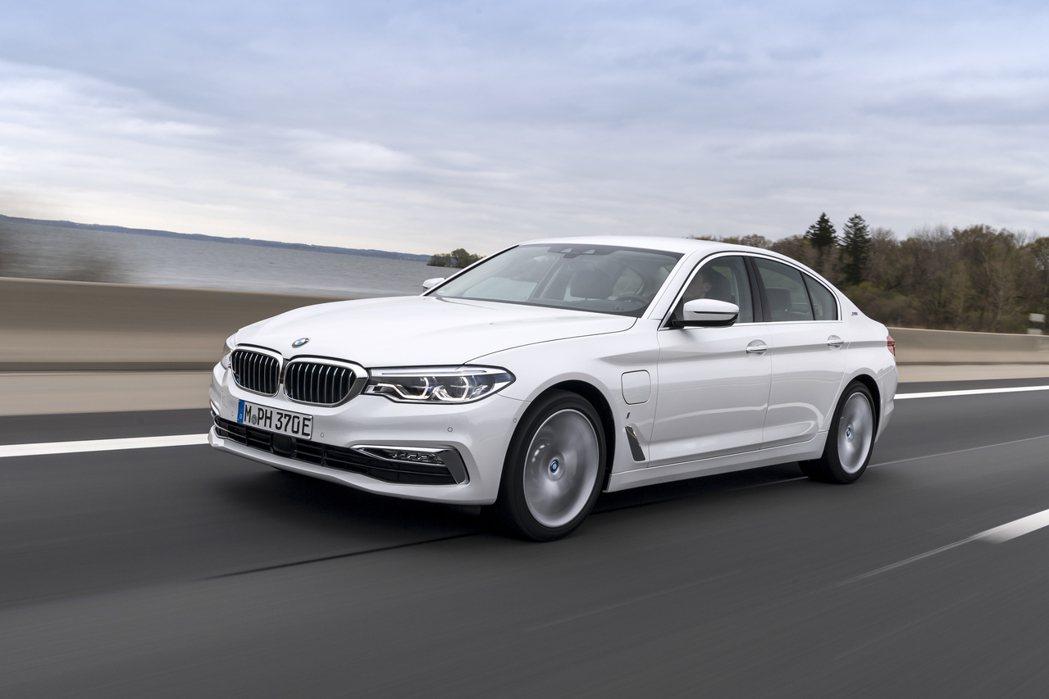 現行BMW 530e Plug-in Hybrid插電式油電混合房車。 摘自BM...