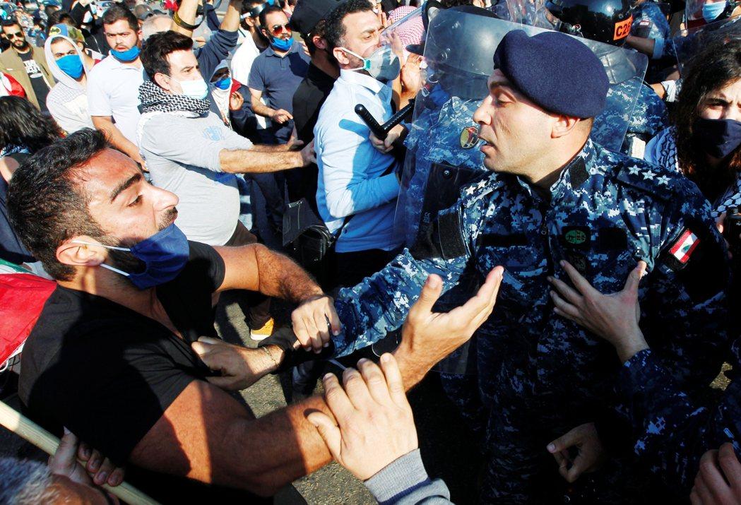 圖為28日黎巴嫩貝魯特(Beirut)街頭衝突。 圖/路透社