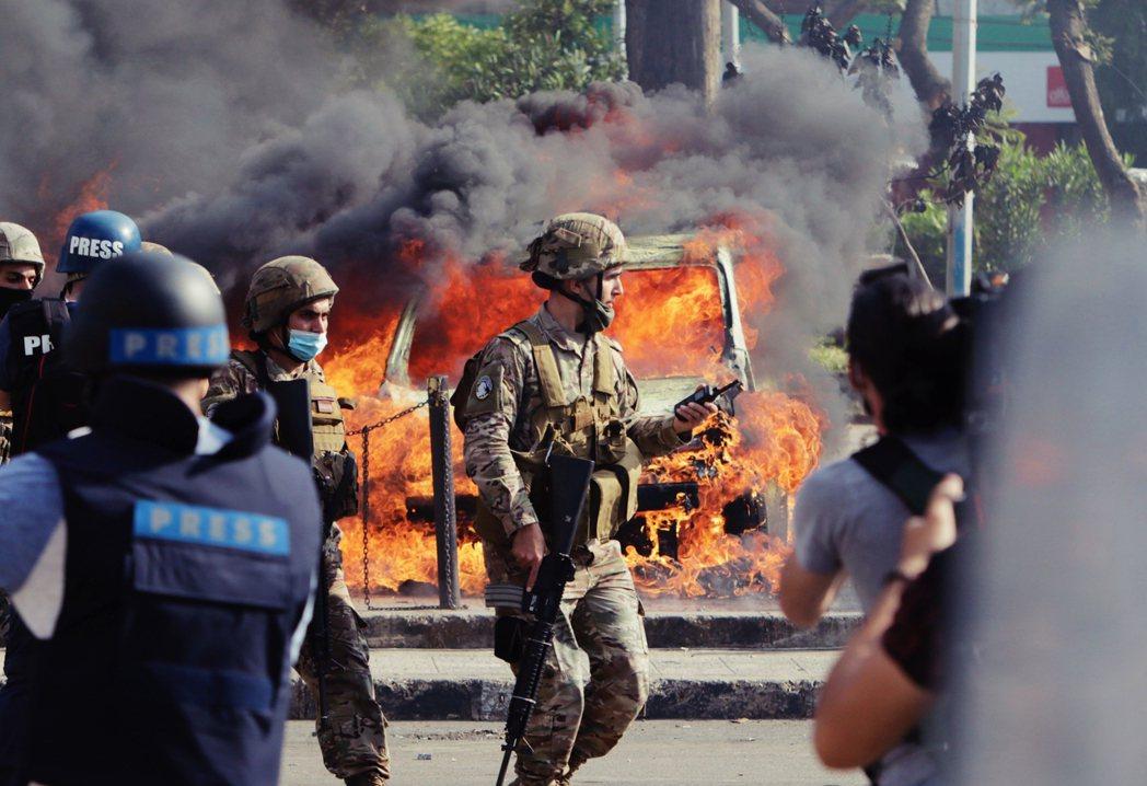雖然全國各地都陸續出現了「針對銀行」的縱火與破壞行動;但主要的街頭衝突點,仍集中...