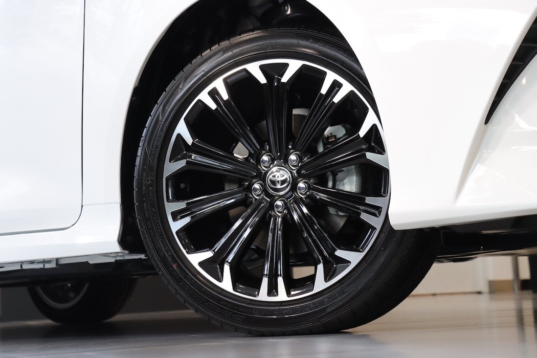 ALTIS GR SPORT 專屬17吋鋁圈和Dunlop跑胎組合。 圖/和泰汽...