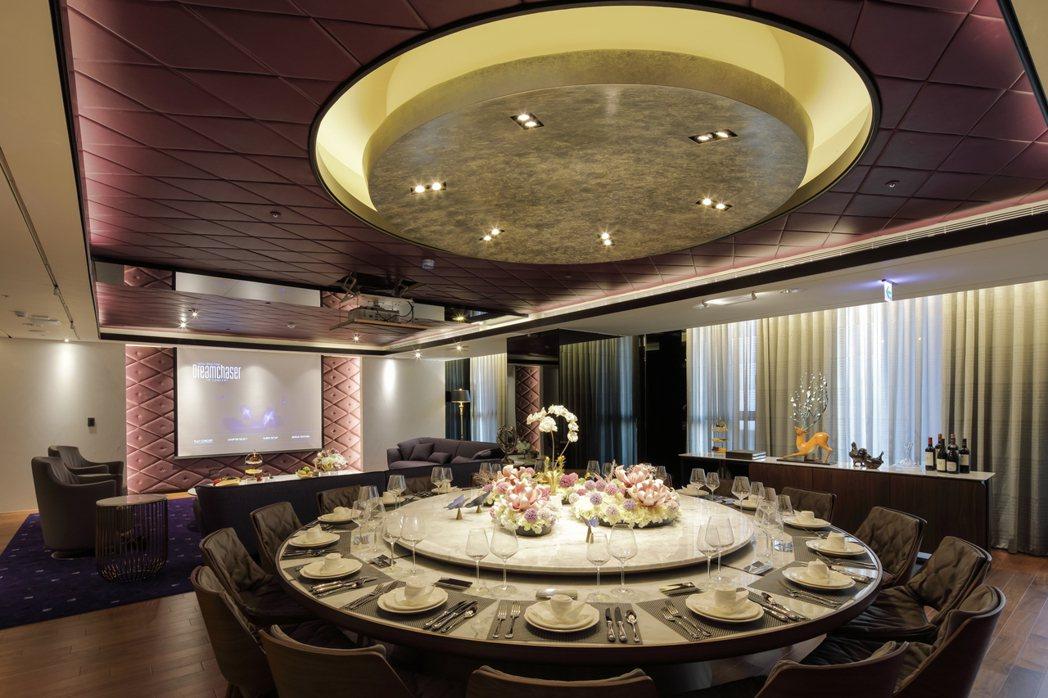為您招待尊貴賓客們而準備的頂級專業廚房與16人豪華宴會廳。圖片提供/京城建設