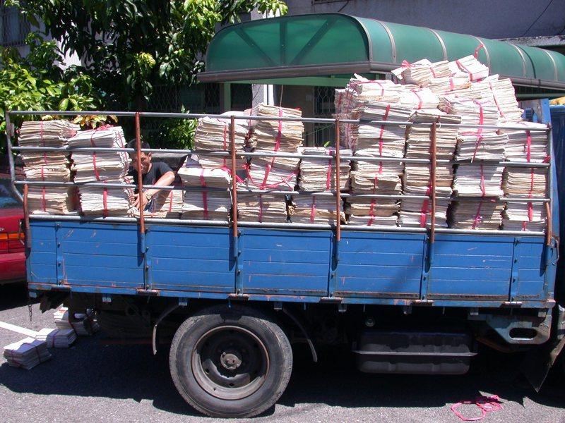 堆滿一拖拉庫的司法卷宗,桃園院檢還得利用宿舍來當倉庫。 圖/聯合報系資料照片
