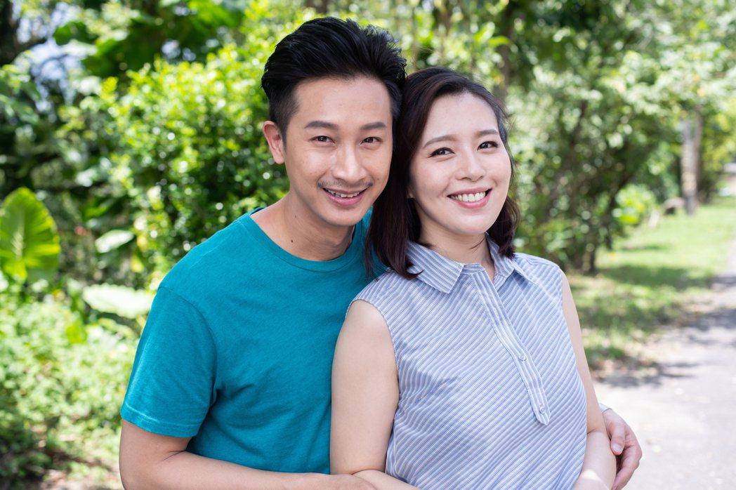Darren(左)與劉品言詮釋「大老婆小老公」的夫妻組合。圖/公視提供
