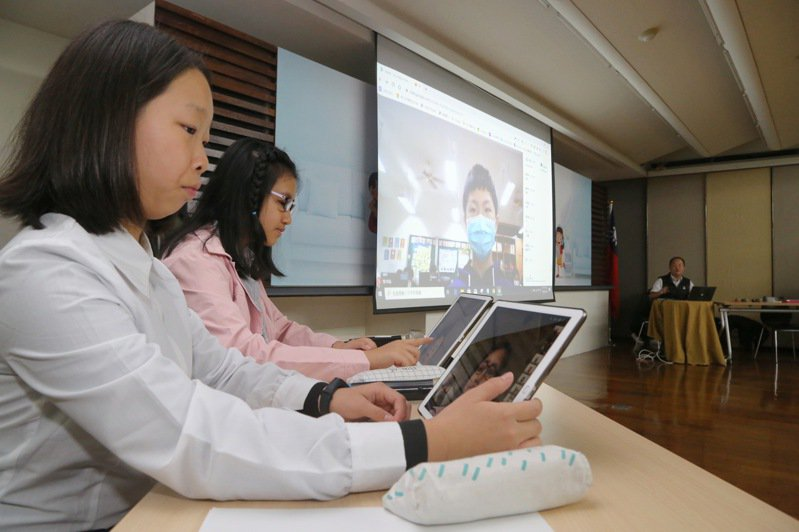教育部曾舉辦線上教學演示,邀龍埔國小師生示範。圖/教育部提供