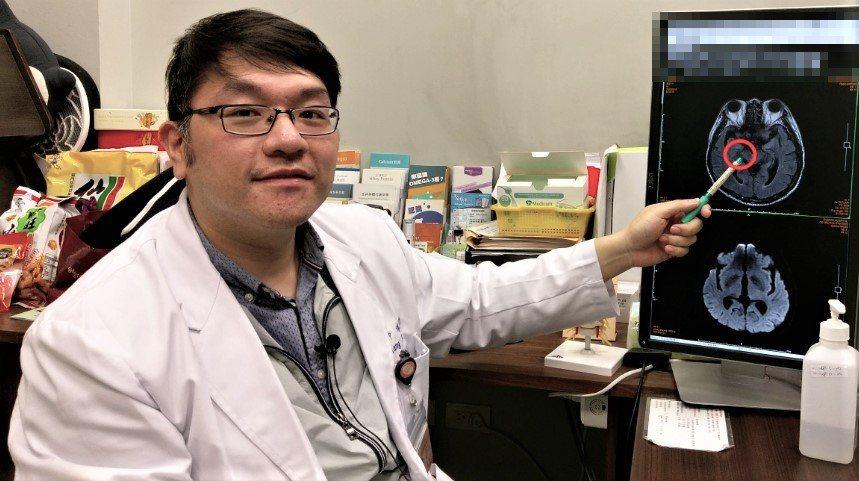 長安醫院神經內科醫師楊聖功指出,帕金森氏症患者一開始都從單側手腳開始發病;走路的...