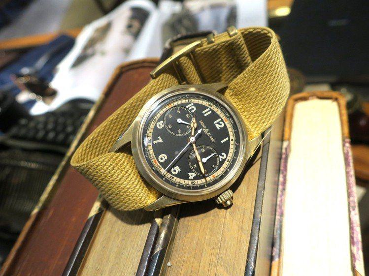 1858系列單按鈕計時碼表今年搭配了黑色表面與帆布帶,充滿野戰風格。記者釋俊哲 ...