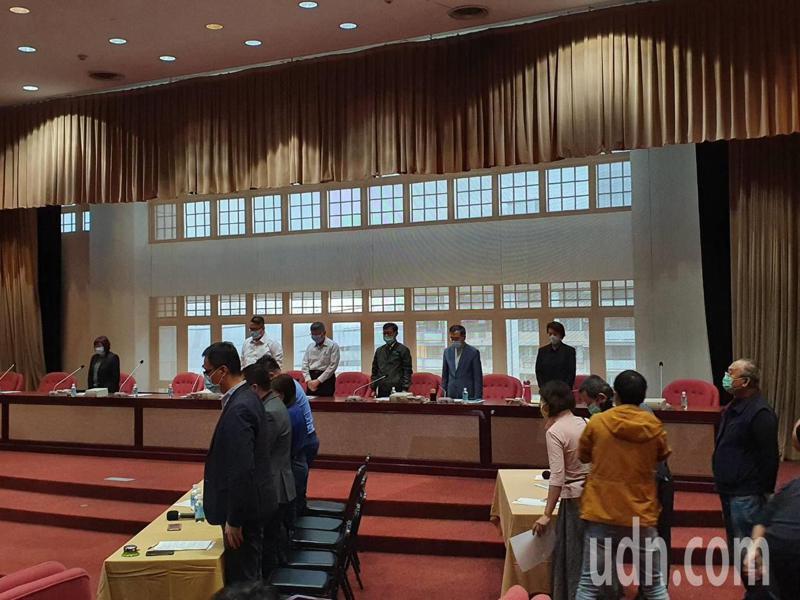 台北市長柯文哲下午拜會國民黨議會黨團,並針對 4月26日林森北路錢櫃KTV火災進行專案報告,並在議員要求下向民眾道歉。記者楊正海/攝影