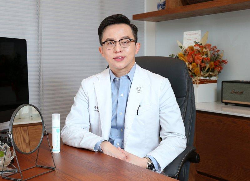 甯寓美學診所院長鄭黃中宇醫師在居家與工作環境都是白因子的愛用者。記者林澔一/攝影