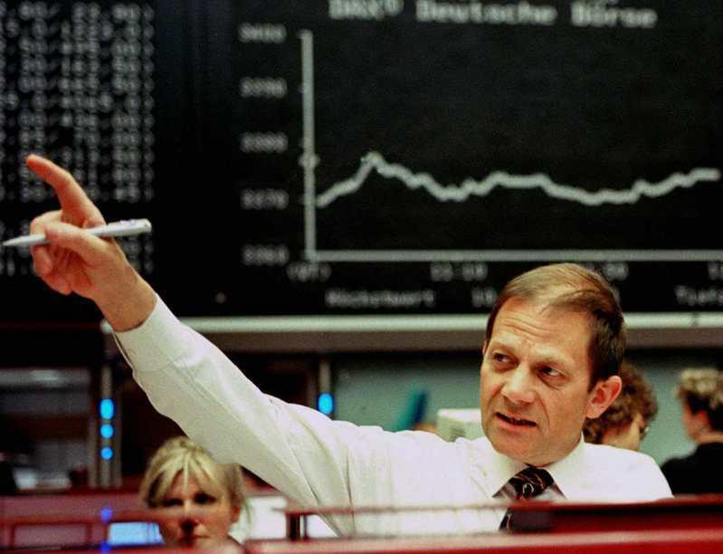 在疫情環伺之際,投資人大多擁抱現金,正所謂「現金為王」。路透