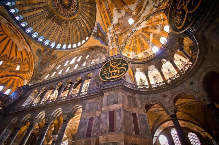 徜徉土耳其聖索菲雅大教堂。圖/Agoda提供