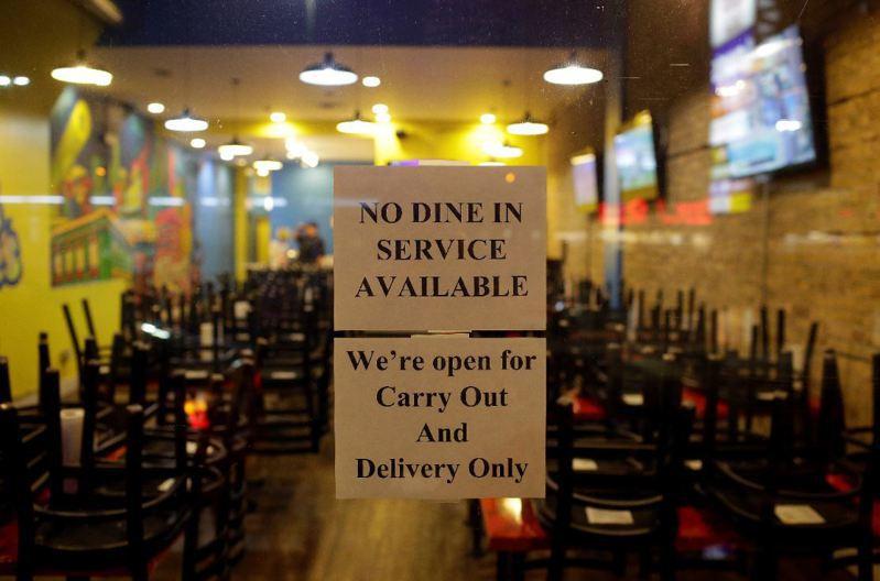 因疫情而關閉的美國餐飲業。路透