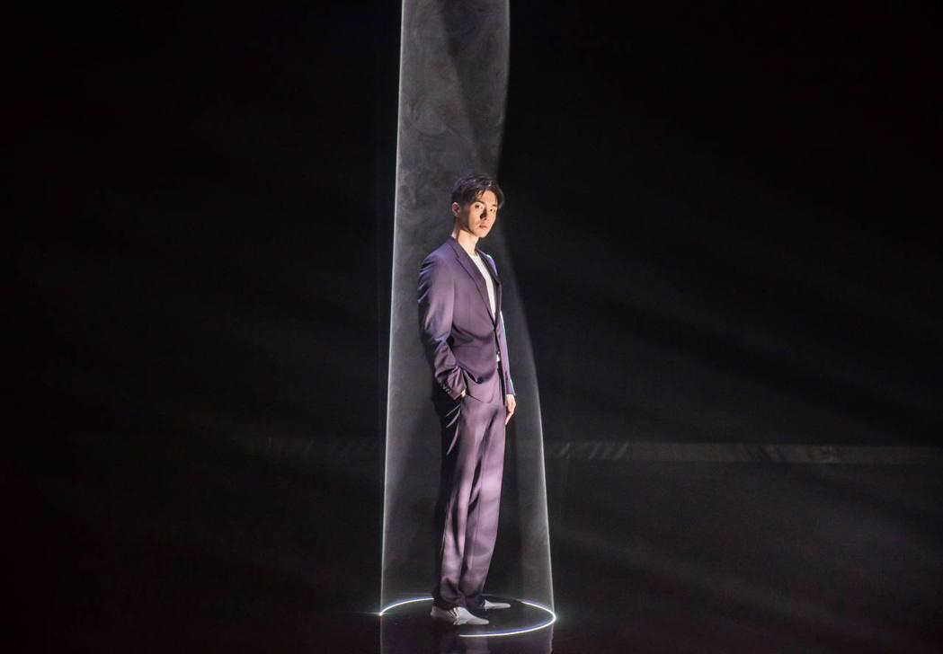 曹楊耕耘音樂劇多年,以「不能說的祕密」音樂劇男主角嶄露頭角,推出新單曲「微光」,...