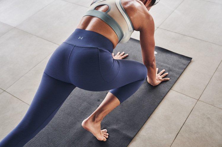UA Meridian緊身褲,使用舒適貼合布料、結合UA擅長的排汗設計,搭配高腰...