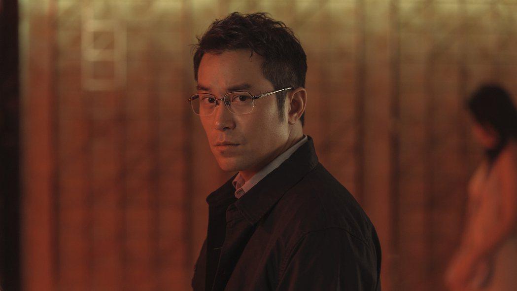 張孝全在「誰是被害者」中飾演有亞斯伯格特質的鑑識員。圖/Netflix提供