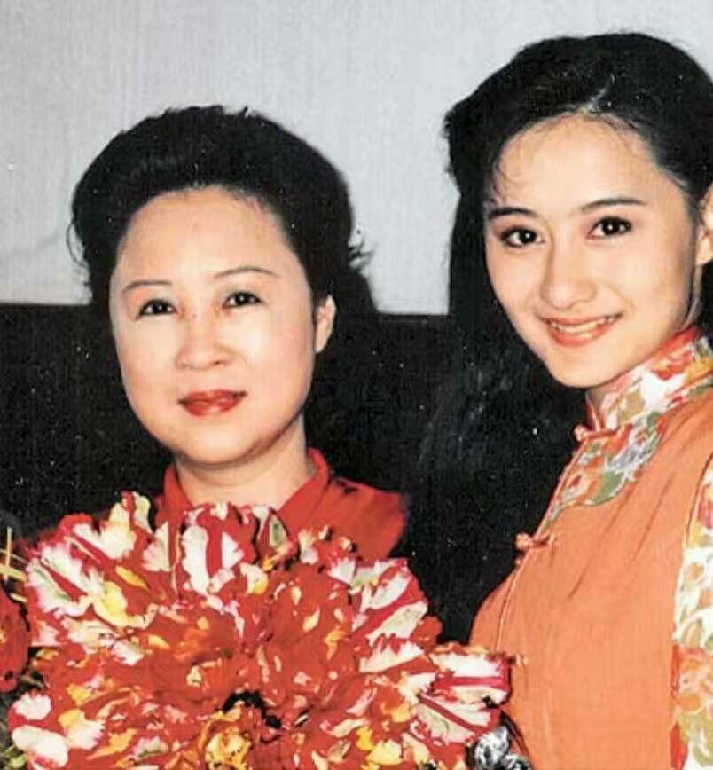 陳德容感恩提攜她的瓊瑤(左),也是她一輩子的恩人。圖/摘自臉書