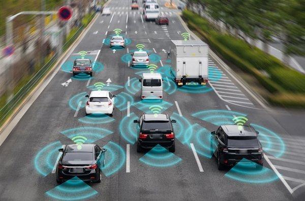 大陸計畫中的「杭紹甬」超級高速公路,支持汽車自動無人駕駛和電動車邊跑邊充電的功能...