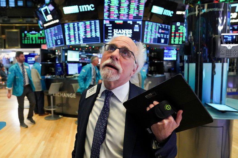美股開盤上漲,道瓊指數一度上漲450點。路透