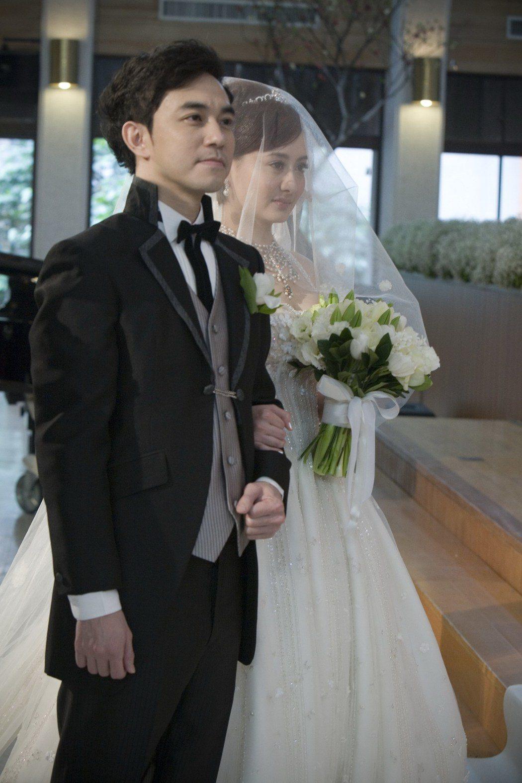 一代玉女明星陳德容(右)當年下嫁王贊策引起圈內一陣轟動。圖/凱立演藝提供