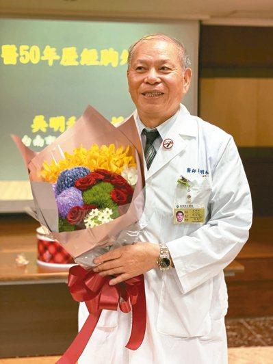 台南市立醫院院長吳明和最近剛慶祝行醫50周年。 記者修瑞瑩/攝影