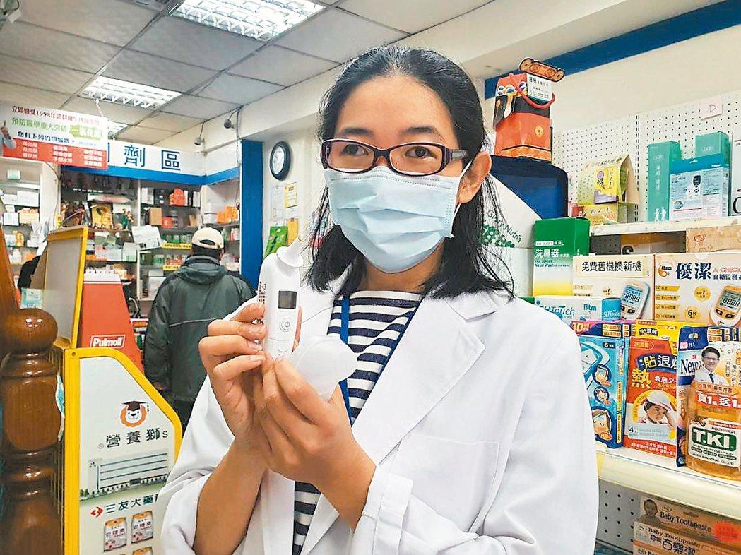 桃園市藥師公會社區藥局委員會主委杜佳曄表示,耳溫槍可以送回原廠校正,使用時也要注...