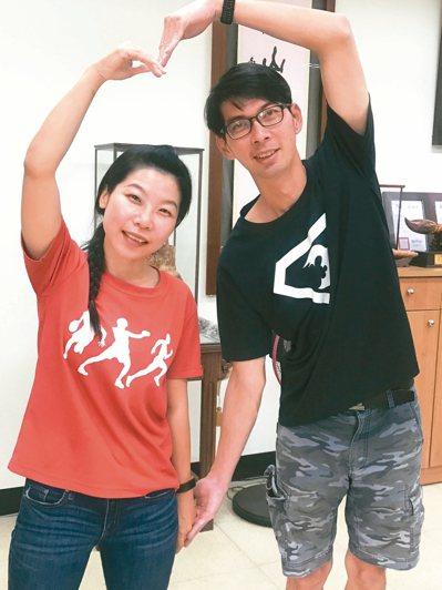 彰化二林高中國文科老師劉淑如(左)與先生蔡慶鴻教學熱忱,被形容是教育界「神鵰俠侶」。 記者林宛諭/攝影