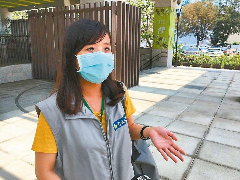 竹市最年輕的里幹事廖婉吟是新竹市接手第一位居家檢疫個案、也是單區累積個案數最多的里幹事。 圖/新竹市府提供