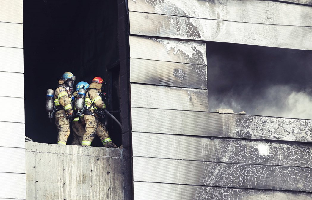 一開始,利川消防隊只通報15人死亡、10人生還輕重傷。但在火勢撲滅後,消防隊卻在...