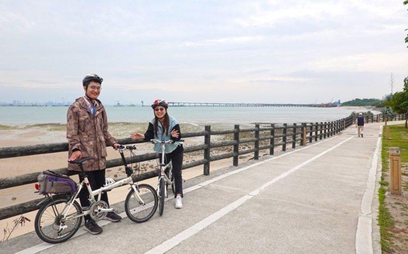 金門很適合騎自行車,不少人都專程慕名來騎車趴趴走。 圖/縣府提供