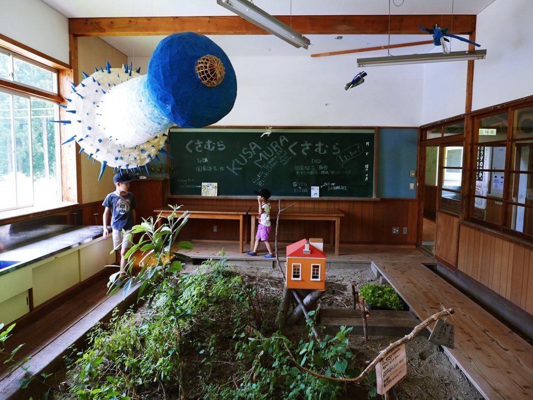 隱於無形的凝聚力,似乎讓這個廢棄校舍多了一絲光亮。 圖/作者 Ting 攝影提供