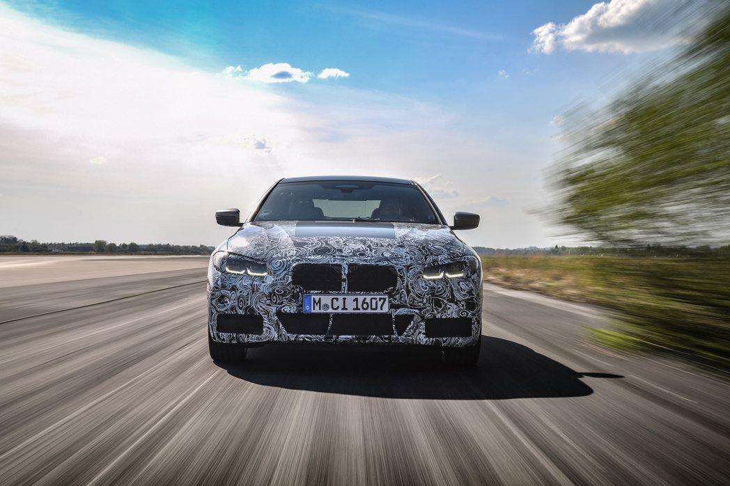第二代BMW 4 Series Coupe (G22) 已進入最終測試階段。 摘...