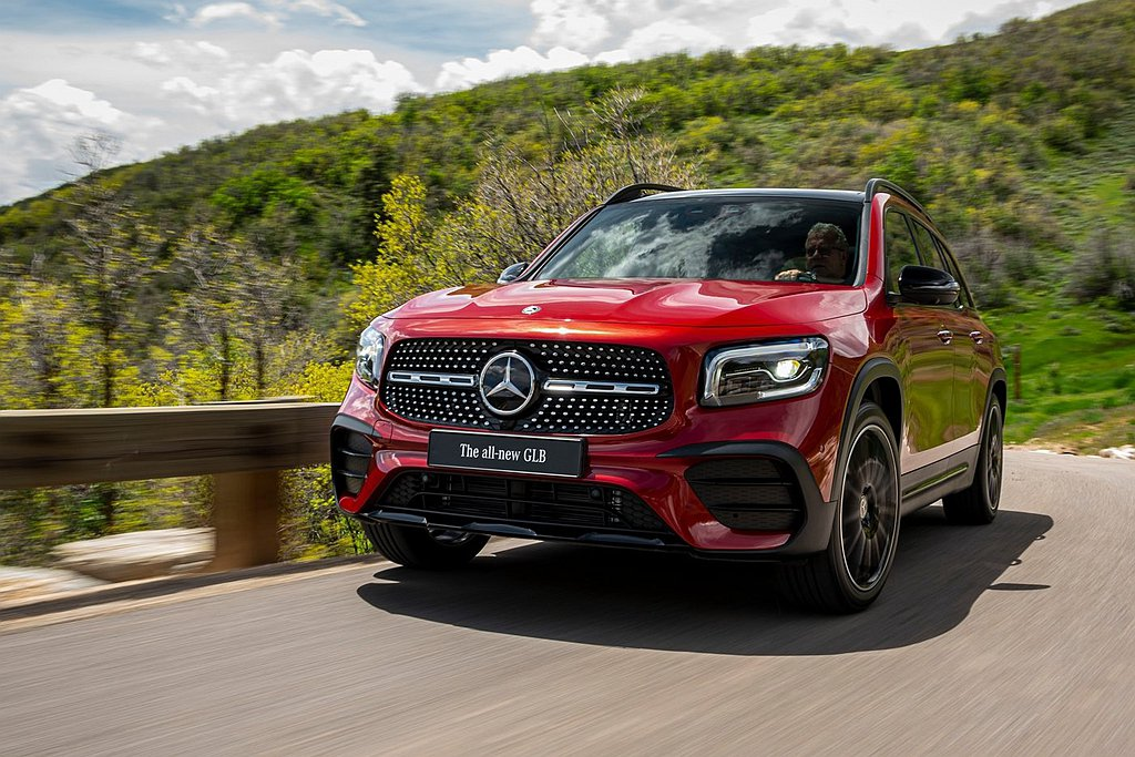 賓士GLB全車型都沒有23P智慧駕駛輔助套件,選配優惠價84,000元台幣起。 ...